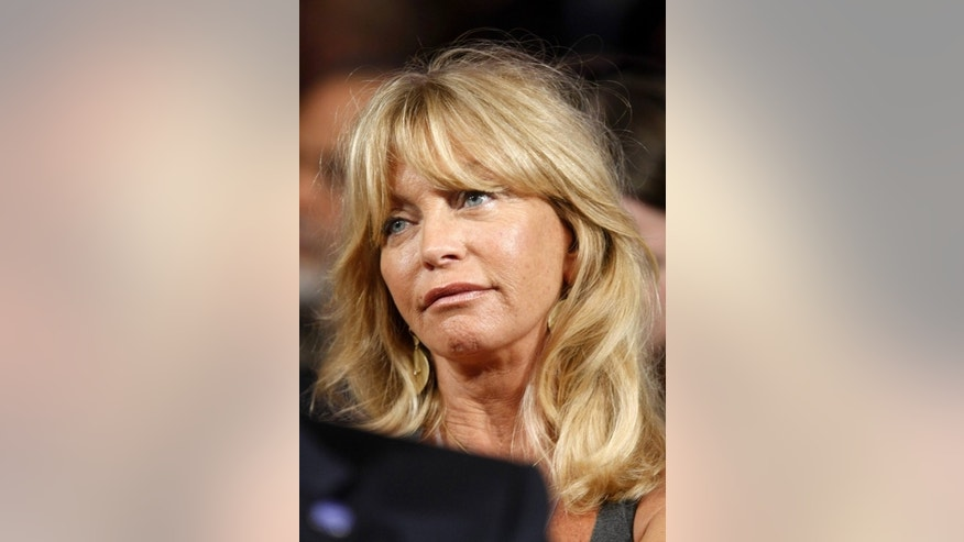 Actress Goldie Hawn listens to U.S. President Barack Obama speak at the Clinton Global Initiative in New York September 22, 2009.   REUTERS/Kevin Lamarque (UNITED STATES ENVIRONMENT ENTERTAINMENT POLITICS HEADSHOT)