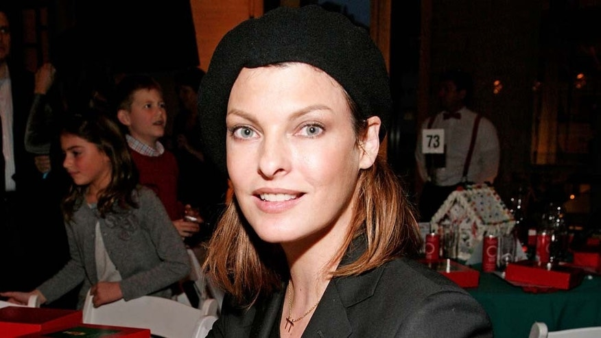 NEW YORK - DECEMBER 05: Model Linda Evangelista attends the New York City Ballet & the School of American Ballet's The Nutcracker family benefit at the David H. Koch Theater, Lincoln Center on December 5, 2009 in New York City. (Photo by Amy Sussman/Getty Images)