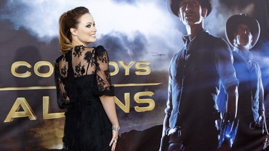 "Actress Olivia Wilde arrives for the world premier of Universal Pictures motion picture ""Cowboys & Aliens"" in conjunction with Comic Con in San Diego, California July 23, 2011.  REUTERS/Mike Blake  (UNITED STATES - Tags: ENTERTAINMENT)"