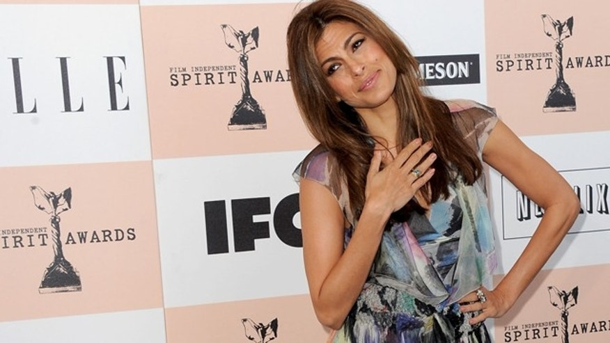 SANTA MONICA, CA - FEBRUARY 26:  Actress Eva Mendes arrives at the 2011 Film Independent Spirit Awards at Santa Monica Beach on February 26, 2011 in Santa Monica, California.  (Photo by Jordan Strauss/Getty Images For Piaget) *** Local Caption *** Eva Mendes