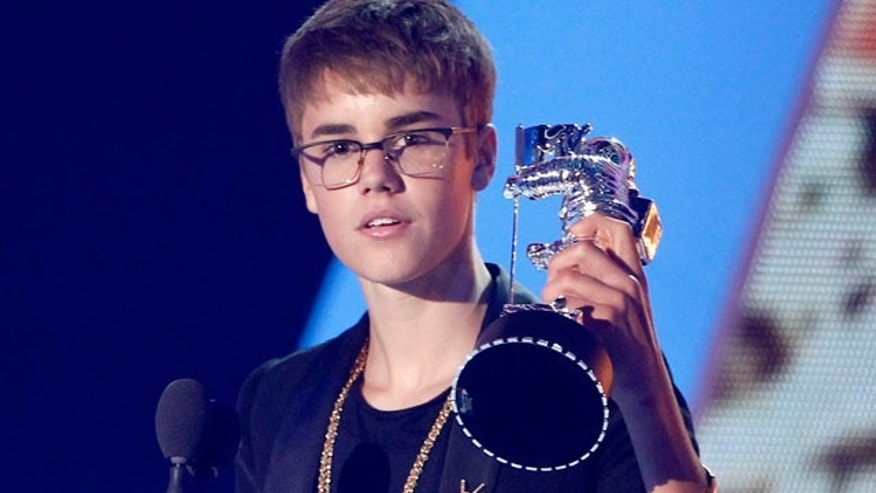 Justin Bieber accepts a VMA (AP)