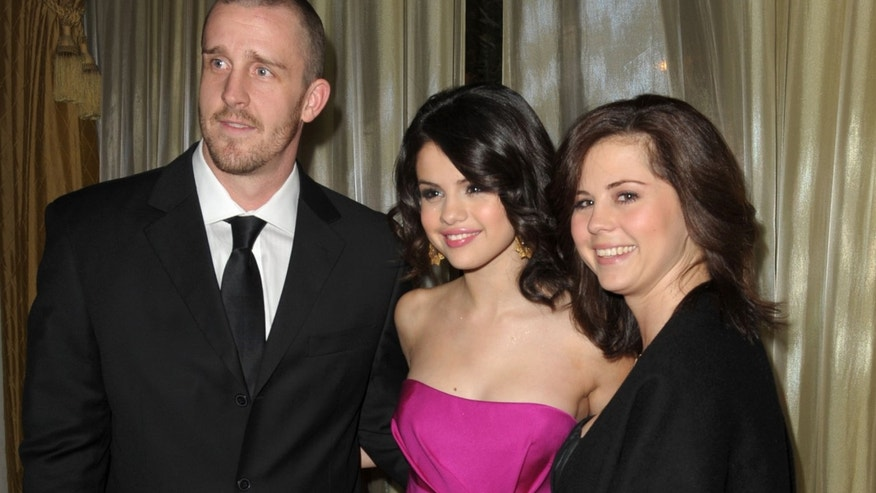 Actress Selena Gomez (C) with her mother Mandy Cornett (R) and step father Brian Teefey (L) attend the UNICEF Ball honoring Jerry Weintraub held at the Beverly Wilshire Hotel on December 10, 2009 in Beverly Hills, California.  (Photo by Kevin Winter/Getty Images for UNICEF)