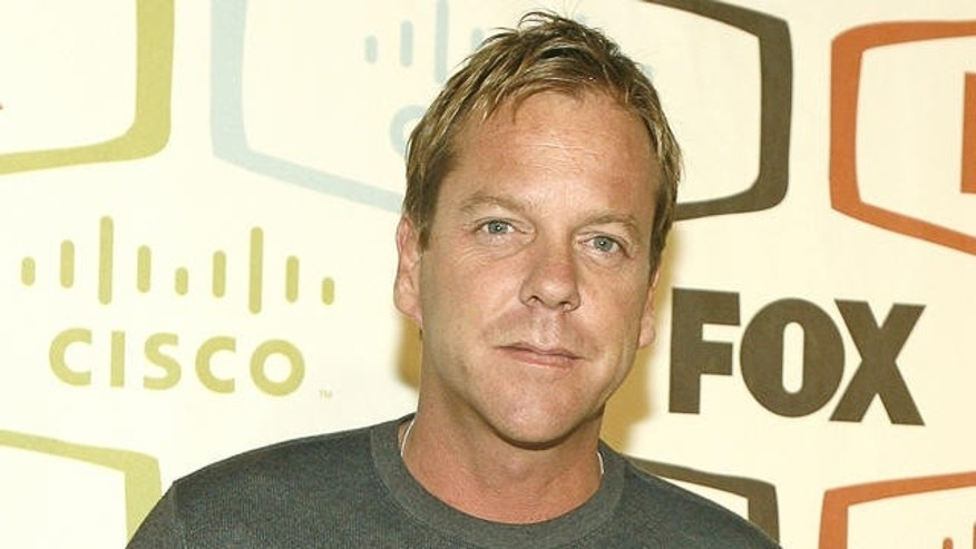 Kiefer Sutherland arrives at the FOX Fall Eco-Casino Party in Los Angeles on Monday, Sept. 24, 2007. (AP Photo/Matt Sayles)