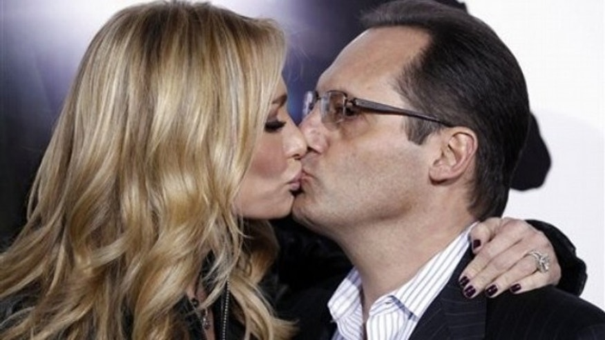 "Reality television personalities Taylor, left, and Russell Armstrong kiss as they arrive at the premiere ""The Green Hornet"" in Los Angeles, on Monday, Jan 10, 2011.  (AP Photo/Matt Sayles)"