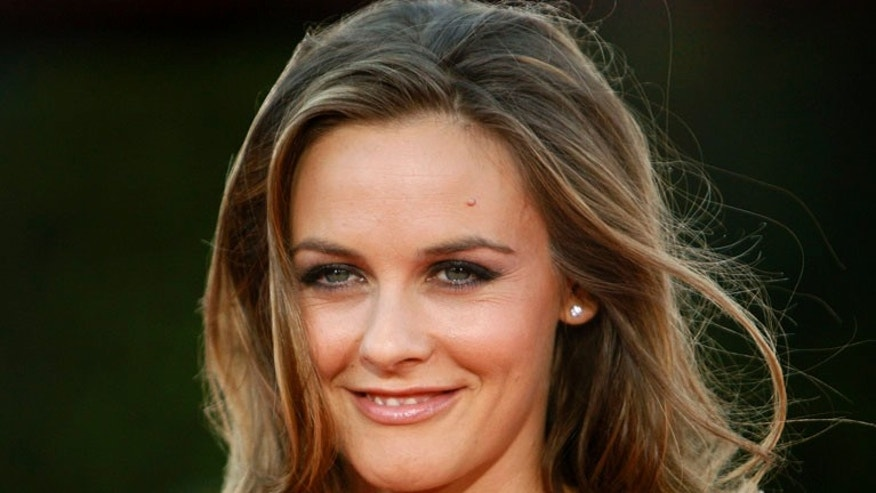 "Actress Alicia Silverstone poses at the premiere of ""Tropic Thunder"" at the Mann's Village theatre in Westwood, California August 11, 2008. The movie opens in the U.S. on August 13.  REUTERS/Mario Anzuoni   (UNITED STATES)"