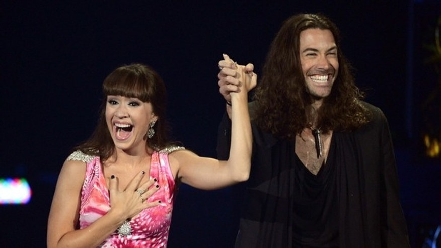 Ace Young proposes to fellow 'Idol' alum Diana DeGarmo.