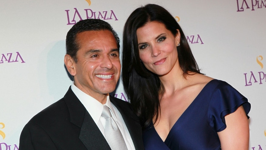LOS ANGELES, CA - APRIL 09:  Los Angeles Mayor Antonio Villaraigosa (L) and broadcast journalist Lu Parker attend the Inaugural Gala of LA Plaza de Cultura y Artes on April 9, 2011 in Los Angeles, California.  (Photo by David Livingston/Getty Images)