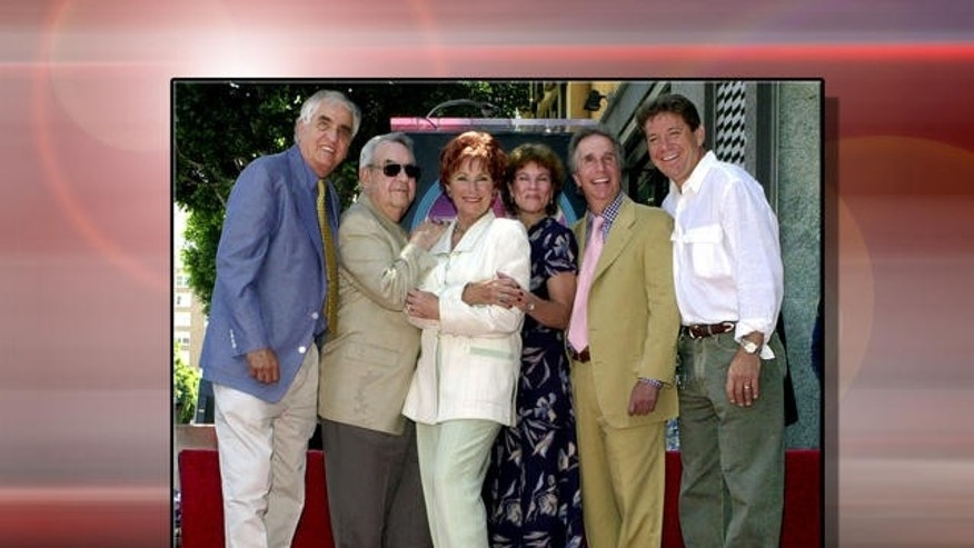 "Producer Gary Marshall, the late Tom Bosley, Marion Ross, Erin Moran, Henry Winkler and Anson Williams (l-r), producer and actors from television series ""Happy Days"" (AP)"