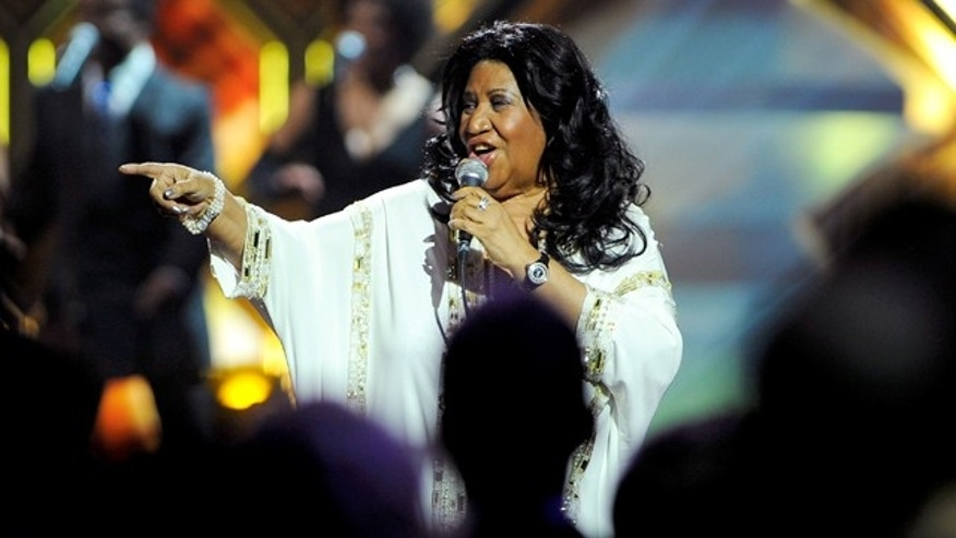NEW YORK, NY - APRIL 14:  Singer Aretha Franklin performs onstage at the 10th Annual TV Land Awards at the Lexington Avenue Armory on April 14, 2012 in New York City.  (Photo by Andrew H. Walker/Getty Images)