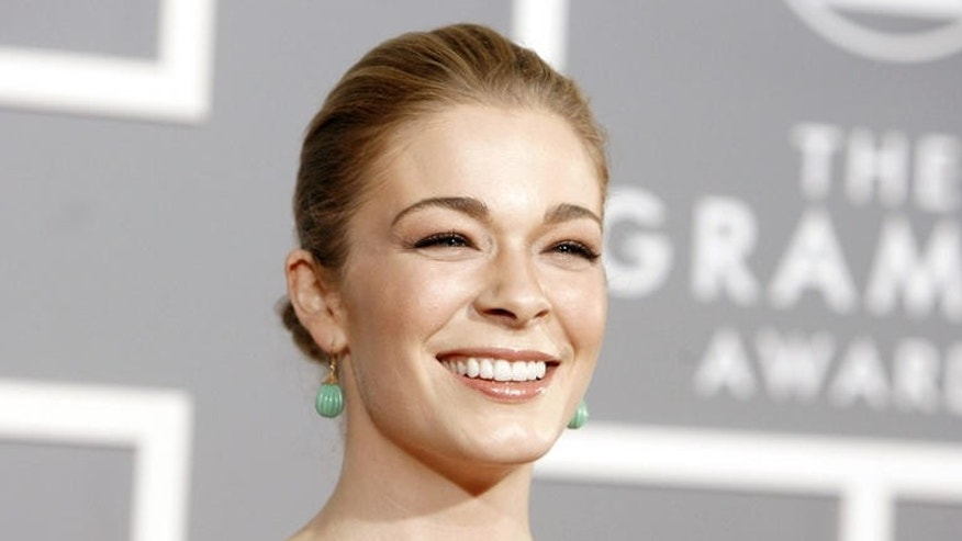 LeAnn Rimes arrives for the 49th Annual Grammy Awards on Sunday, Feb. 11, 2007, in Los Angeles.  (AP Photo/Matt Sayles)