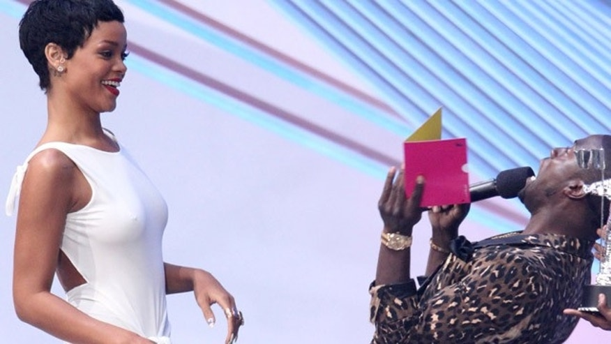 "Sept. 6, 2012: Kevin Hart, right, presents the award for video of the year to Rihanna for ""We Found Love"" at the MTV Video Music Awards."