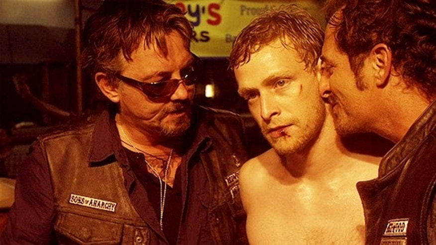 Johnny Lewis (center) in 'Sons of Anarchy.'