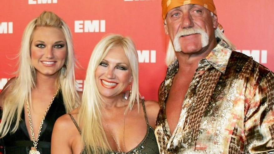Brooke, Linda and Hulk Hogan in 2006.