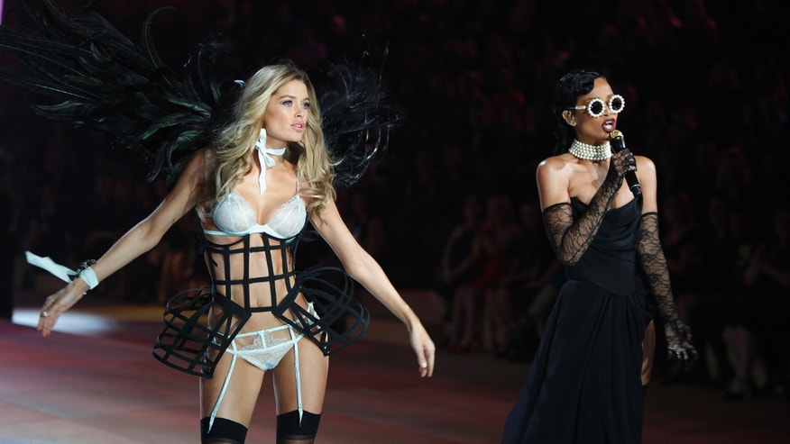 Rihanna and a Victoria's Secret model at the 2012 Victoria's Secret fashion show.