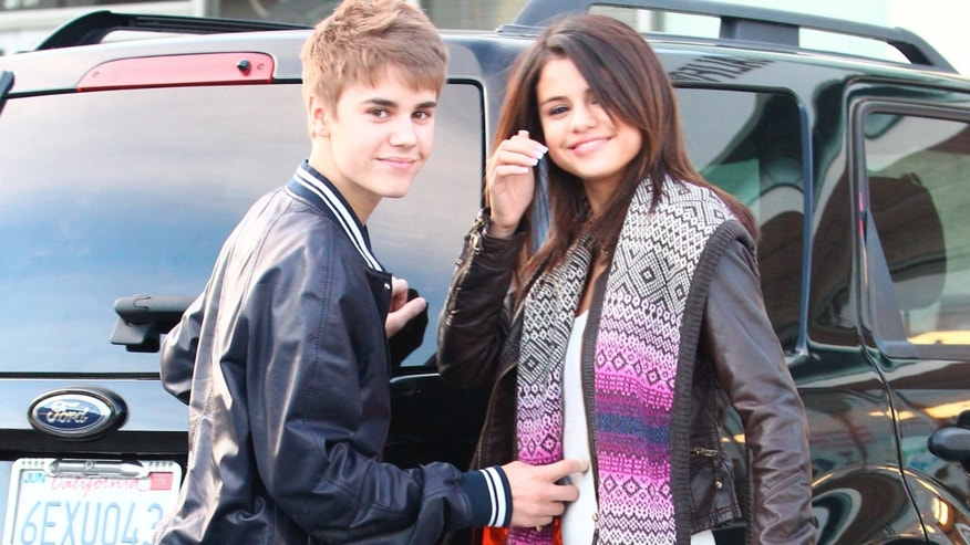Justin Bieber and Selena Gomez grocery shopping  March 1, 2011 X17online.com