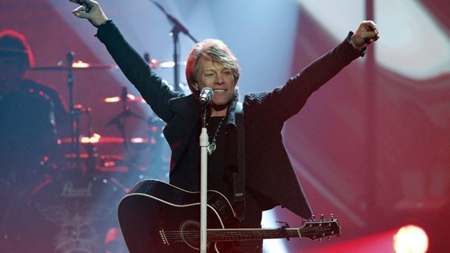 Singer Bon Jovi performs a medley of hits at the 2010 American Music Awards in Los Angeles November 21, 2010.    REUTERS/Mario Anzuoni (UNITED STATES - Tags: ENTERTAINMENT) (AMA-SHOW)