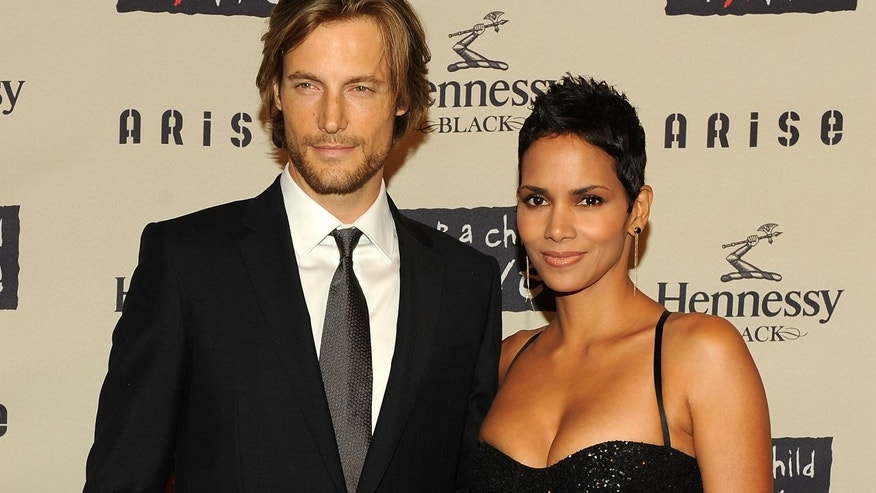 NEW YORK - OCTOBER 15:  Model Gabriel Aubry and girlfriend actress Halle Berry attend Keep A Child Alive?s 6th Annual Black Ball at Hammerstein Ballroom on October 15, 2009 in New York City.  (Photo by Stephen Lovekin/Getty Images)