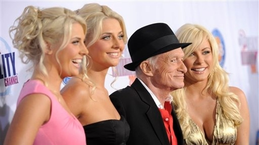 "Hugh Hefner arrives with identical twins Kristina and Karissa Shannon, left, and Crystal Harris, right, cast members in the reality series ""The Girls Next Door,"" at the 2009 Fox Reality Channel Really Awards in Los Angeles, Tuesday, Oct. 13, 2009. (AP Photo/Chris Pizzello)"