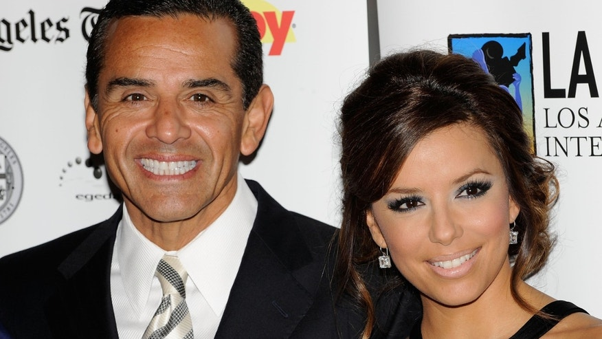 LOS ANGELES, CA - OCTOBER 11:  Los Angeles Mayer Antonio Villaraigosa (L) and actress Eva Longoria Parker arrive at the 13th Annual Los Angeles Latino Film Festival Opening Night Gala at the Grauman's Chinese Theatre on October 11, 2009 in Los Angeles, California.  (Photo by Michael Buckner/Getty Images)