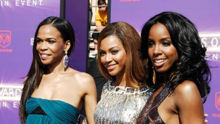 From left, Michele Williams, Beyonce and Kelly Rowland arrive at the 7th annual BET Awards on June 26, 2007, in Los Angeles.