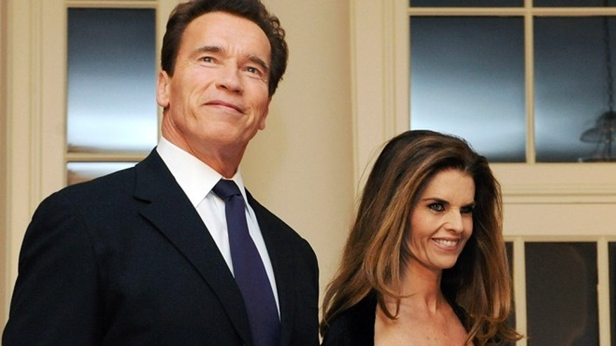 Arnold Schwarzenegger arrives with Maria Shriver for a dinner held for the National Governors Association by President Barack Obama at the White House in Washington, February 22, 2009.