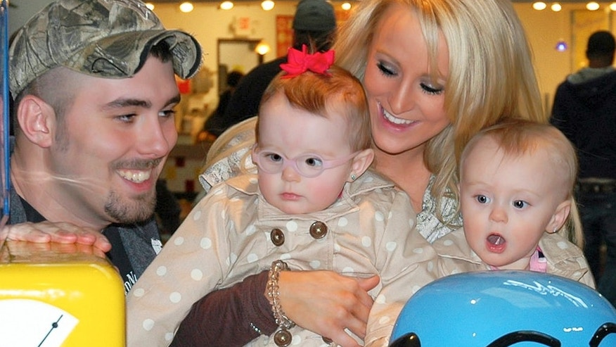 Leah Messer is seen with her twin daughters.
