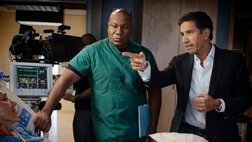 "This undated image released by TNT shows Ving Rhames portraying Dr. Jorge Villanueva, left, and Executive Producer Dr. Sanjay Gupta on the set of ""Monday Mornings"" a medical drama premiering Monday, Feb. 4, 2013 at 10 p.m. EST on TNT."