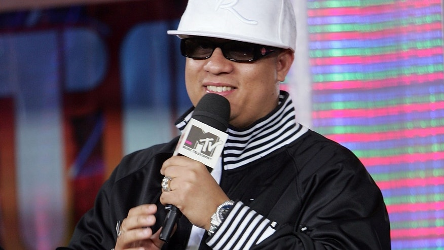 NEW YORK - FEBRUARY 2:  (U.S. TABS OUT) (EXCLUSIVE ACCESS) Hector El Father appears onstage during MTV's mi TRL at the MTV Times Square Studios February 2, 2007 in New York City.  (Photo by Scott Gries/Getty Images)