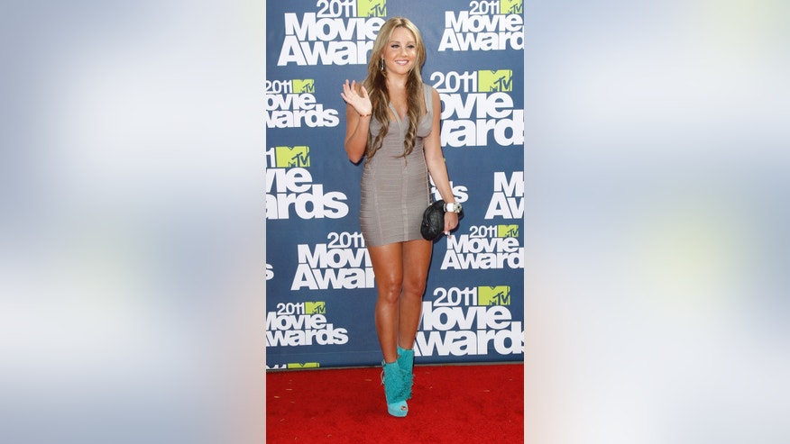 Actress Amanda Bynes arrives at the 2011 MTV Movie Awards in Los Angeles June 5, 2011.