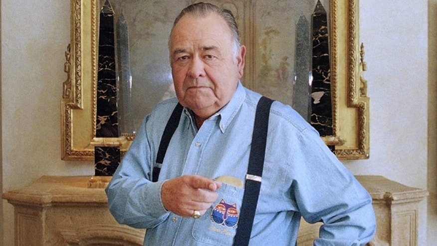 This May 6, 1997 file photo shows comedian Jonathan Winters posing at a hotel in Beverly Hills, Calif. Winters, whose breakneck improvisations inspired Robin Williams, Jim Carrey and many others, died Thursday, April 11, 2013.