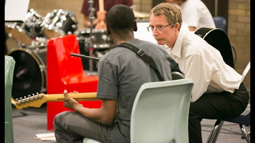 April 14, 2013: Chicago Symphony Orchestra Bass Dan Armstrong talks to an unidentified inmate during their music performance for inmates as part of the CSO's Citizen Musician program which brings music to a variety of locations including prisons.