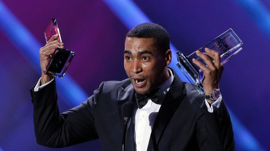 Singer Don Omar receives his tenth award at the Latin Billboard Awards in Coral Gables, Fla., Thursday April 25, 2013. (AP Photo/Alan Diaz)