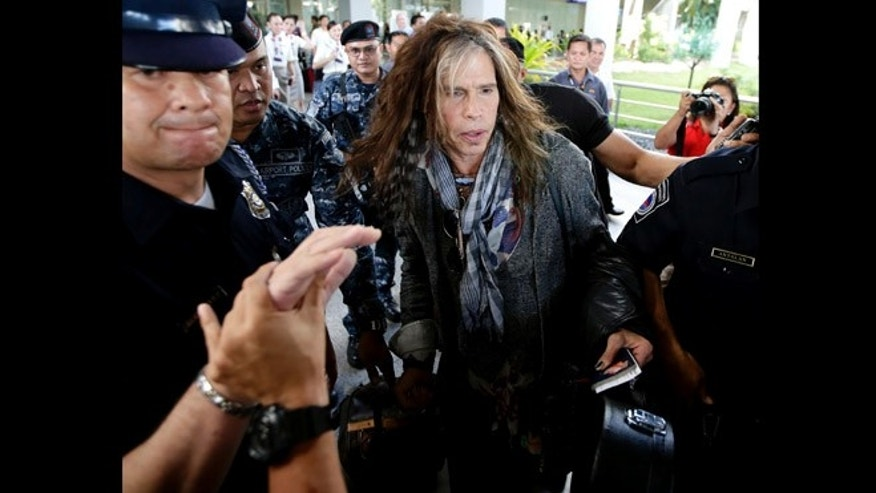 May 5, 2013: Steven Tyler of the famed Aerosmith rock band is mobbed by reporters as he makes his way to his waiting van upon arrival from Melbourne in Manila, Philippines. Tyler and his entourage are here as part of their band's world tour concert.