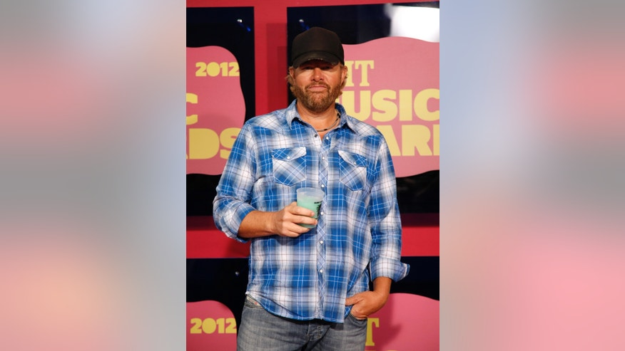 Host and singer Toby Keith arrives at the 2012 CMT Music Awards in Nashville, Tennessee June 6, 2012