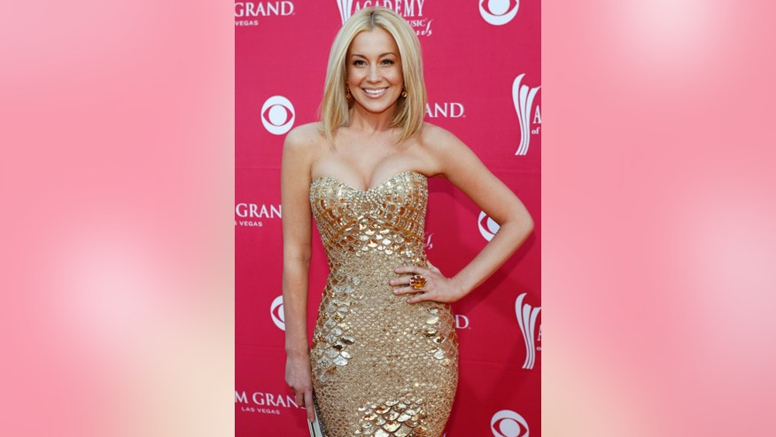 Country music artist Kellie Pickler arrives at the 44th Annual Academy of Country Music Awards in Las Vegas April 5, 2009.