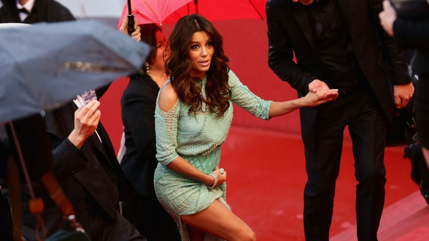 Actress Eva Longoria goes commando during the 66th Annual Cannes Film Festival at the Palais des Festivals on May 18, 2013 in Cannes, France.  (Photo by Vittorio Zunino Celotto/Getty Images)