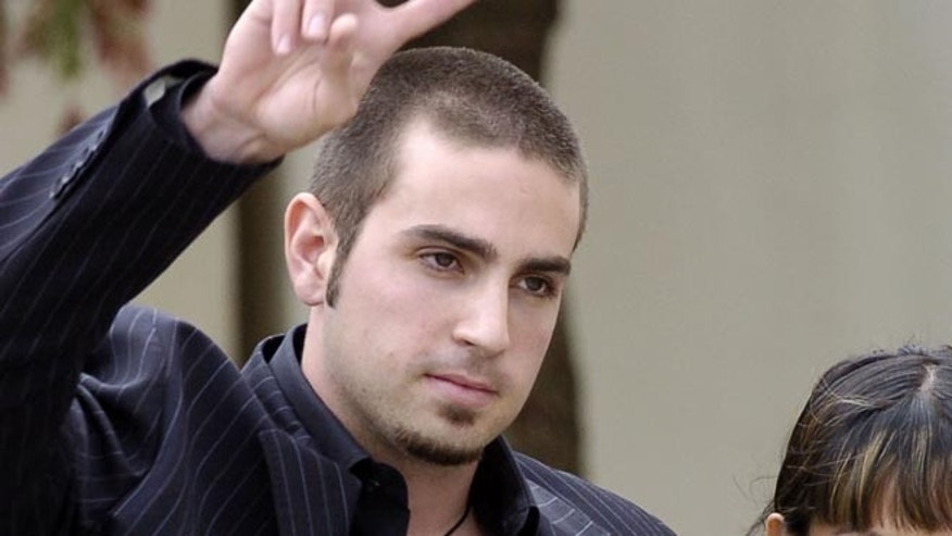 Wade Robson leaves the Santa Barbara county courthouse in Santa Maria, California May 5, 2005. Robson, an Australian-born choreographer and dancer, told jurors on Thursday that Michael Jackson had never molested him or behaved in an inappropriate way during his 20 or so stays at Neverland.