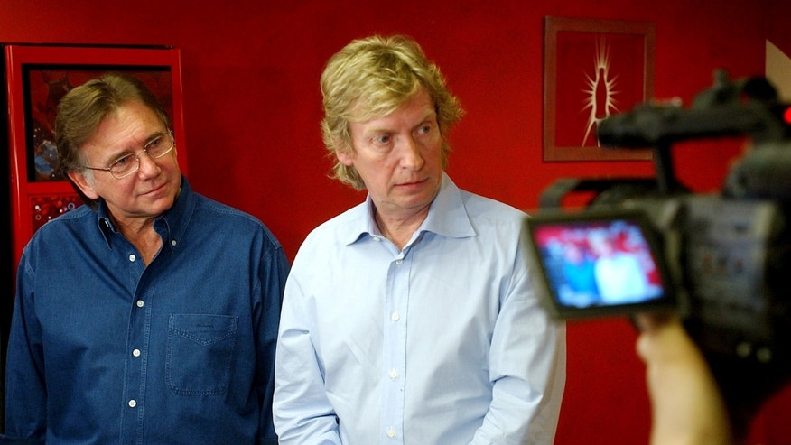 "This March 15, 2005 file photo shows former ""American Idol"" producers Ken Warwick, left, and Nigel Lythgoe during a news conference in Los Angeles."