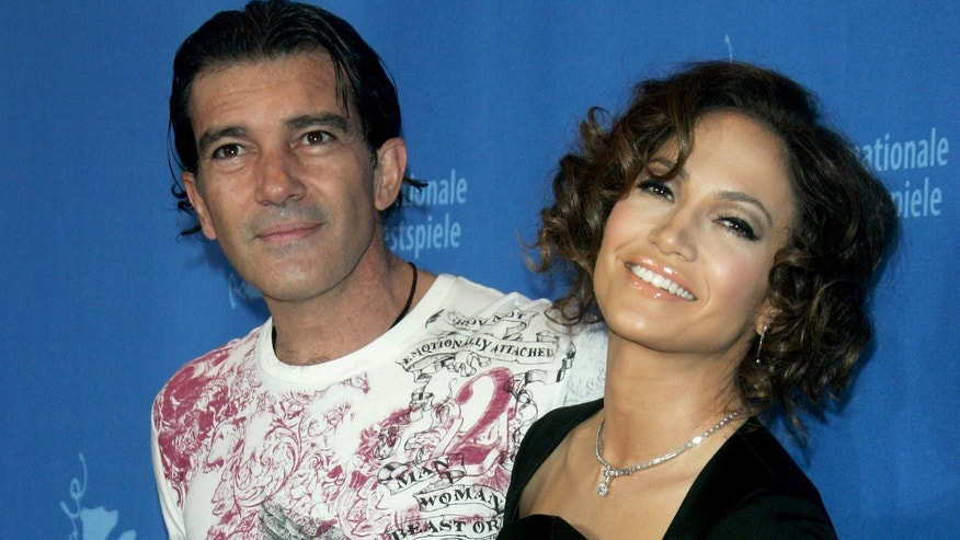 BERLIN - FEBRUARY 15:  Actors Antonio Banderas and Jennifer Lopez attend a photocall to promote the movie  'Bordertown' during the 57th Berlin International Film Festival (Berlinale) on February 15, 2007 in Berlin, Germany.  (Photo by Pascal Le Segretain/Getty Images) *** Local Caption *** Antonio Banderas;Jennifer Lopez