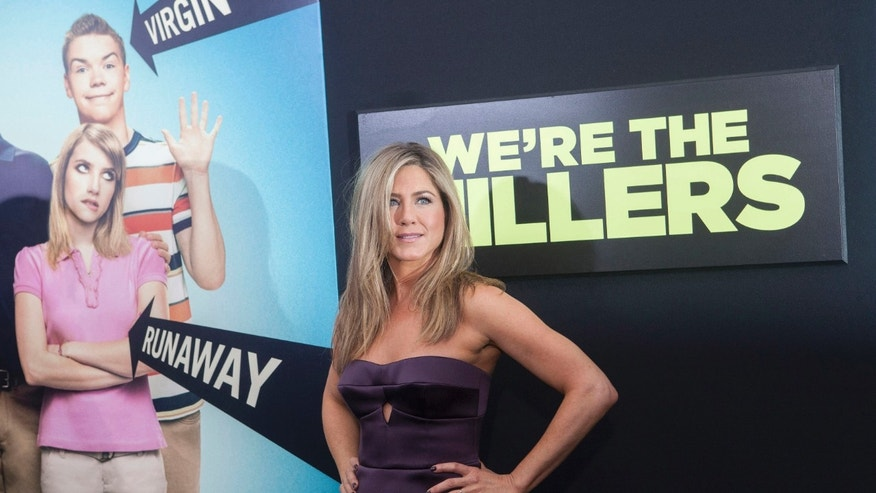 "Cast member Jennifer Aniston arrives for the premiere of the film ""We're the Millers"" in New York, August 1, 2013. REUTERS/Keith Bedford (UNITED STATES - Tags: ENTERTAINMENT) - RTX127TW"