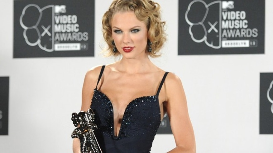 "Taylor Swift poses backstage with the award for Best Female Video for ""I Knew You Were Trouble"" at the MTV Video Music Awards on Sunday, Aug. 25, 2013, at the Barclays Center in the Brooklyn borough of New York."