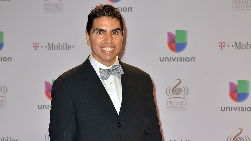 "Piolin arrives at the 25th Anniversary Of Univision's ""Premio Lo Nuestro A La Musica Latina"" on February 21, 2013 in Miami, Florida.  (Photo by Gustavo Caballero/Getty Images for Univision)"