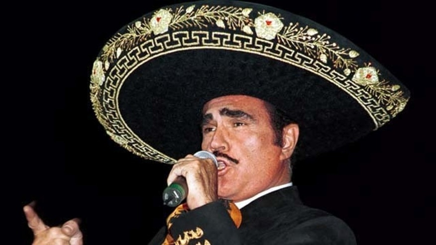 Vicente Fernández performs at the Madison Square Garden in New York City, on October 21, 2000.