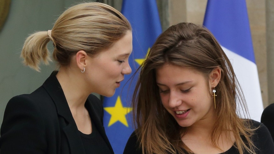 "Actresses Adele Exarchopoulos (R) and Lea Seydoux leave after a lunch at the Elysee Palace in Paris June 26, 2013. Adele Exarchopoulos and Lea Seydoux are cast members of the film ""La Vie D'Adele"" (Blue Is the Warmest Colour) directed by Abdellatif Kechiche, which received the 2013 Palme d'Or Award during the the 66th Cannes Film Festival.  REUTERS/Philippe Wojazer (FRANCE - Tags: ENTERTAINMENT POLITICS) - RTX111I2"