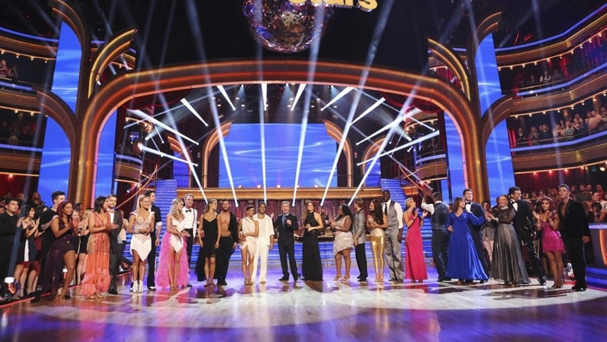 """Dancing With The Stars"" cast during week one of season 17."