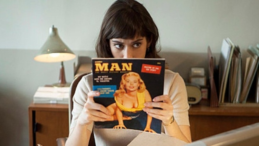 Lizzy Caplan as Virginia Johnson in Masters of Sex (season 1, episode 1) - Photo: Craig Blankenhorn/SHOWTIME - Photo ID: mastersofsex_101_1057_NB
