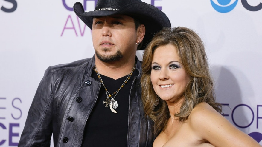 Country music star Jason Aldean and his wife Jessica arrive at the 2013 People's Choice Awards in Los Angeles, January 9, 2013.   REUTERS/Danny Moloshok (UNITED STATES  - Tags: ENTERTAINMENT)  (PEOPLESCHOICE - ARRIVALS) - RTR3C9FE