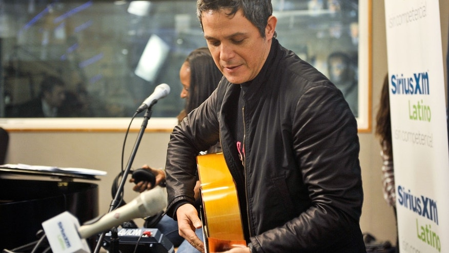 "NEW YORK, NY - MAY 03:  Spanish singer/songwriter Alejandro Sanz visits the SiriusXM studios for ""SiriusXM's ICONOS"" on May 3, 2013 in New York City. (Photo by Daniel Zuchnik/Getty Images)"