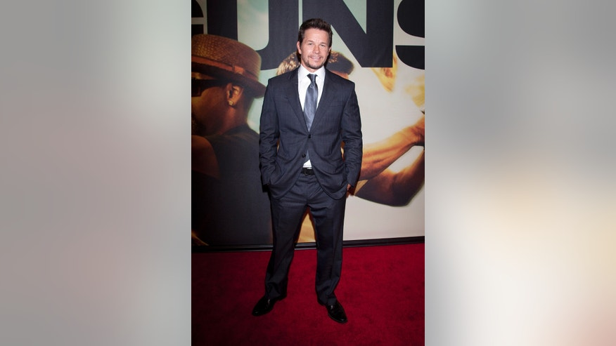 "Actor Mark Wahlberg arrives for the premiere of the movie ""2 Guns"" in New York, July 29, 2013.   REUTERS/Carlo Allegri  (UNITED STATES - Tags: ENTERTAINMENT) - RTX124E9"