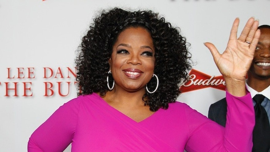 """Actress Oprah Winfrey, a cast member of the film """"Lee Daniels' The Butler"""", poses at the film's premiere in Los Angeles August 12, 2013. REUTERS/Fred Prouser (UNITED STATES - Tags: ENTERTAINMENT) - RTX12J9D"""